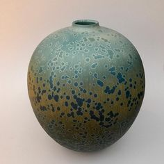 255 vind-ik-leuks, 2 reacties - Ted Secombe (@tedsecombe) op Instagram: 'Large vessel 48cm @tedsecombe @sabbiagallery destined for Sydney this week #masterpotter #pots…' Ceramic Vase, Ceramic Pottery, Shape And Form, Modern Ceramics, Ceramic Design, Sculpture Art, Glaze, Christmas Bulbs, Arts And Crafts