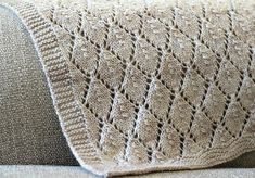 Hello! This is one of my latest knit blanket designs and i am so in love with how it turned out especially the diamond look of it. This f...