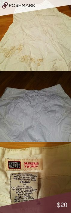 Vintage Ladies White Skirt BEAUTIFUL WHITE 100% Cotton  Flares at Bottom Cowgirl Skirt Yes its very wrinkled I quit ironing Lol Faded Glory Skirts Asymmetrical