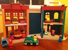 The interior of this vintage toy was so detailed! From the Fisher-Price Sesame Street Play Set.