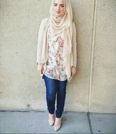 New style hijab fashion 2018 61 ideas Fashion 2018, Modest Fashion, Girl Fashion, Fashion Outfits, Fashion Spring, Muslim Women Fashion, Islamic Fashion, Casual Hijab Outfit, Hijab Chic