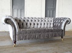 The Harlow Velvet Chesterfield Sofa is not your typical looking Chesterfield Sofa, but despite being based on a traditional shape, it is covered in our stylish Glitz crushed velvet to give a contemporary look and added pure luxury.  This sofa is for those that are looking for a piece of furniture thats adds a sophisticated touch of glamour to finish off a room. - British handmade in our Manchester Factory - Premium sourced crushed velvet - Solid beech frame - Deep buttoned - Timeless ...