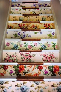 Idea: Wallpapered Stairs If I ever live in a house with stairs (doubtful). A genius idea for using cool scraps of vintage wallpaper.If I ever live in a house with stairs (doubtful). A genius idea for using cool scraps of vintage wallpaper. Wallpaper Stairs, Of Wallpaper, Flower Wallpaper, Wallpaper Ideas, Wallpaper Paste, Beautiful Wallpaper, Wallpaper Samples, Floral Print Wallpaper, Antique Wallpaper
