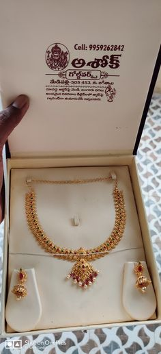 Gold Jewellery Design, Gold Jewelry, Neck Piece, Necklace Designs, Blouse Designs, Pearl Necklace, Necklaces, Models, Pearls