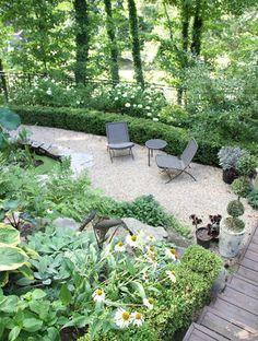 Pea gravel patio and plants
