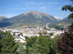In the Hautes-Alpes, between Gap and Briançon, Embrun overlooks the Durance from 870 meters. Moustiers Sainte Marie, Valensole, Haute Provence, Le Village, Ville France, Beaux Villages, Mount Rainier, Gap, Mountains