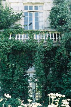 An abandonned castle somewhere near Paris.