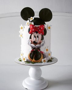 Cake world added a new photo. Mickey Mouse Torte, Bolo Da Minnie Mouse, Mickey And Minnie Cake, Minnie Mouse Birthday Cakes, Baby Cakes, Girl Cakes, Fondant Cakes, Cupcake Cakes, Friends Cake