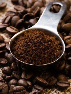 Werfen Sie Kaffeesatz nicht gleich weg, er ist noch vielseitig einsetzbar. Egal ob Körperpeeling oder Dünger - wir haben die besten Tipps