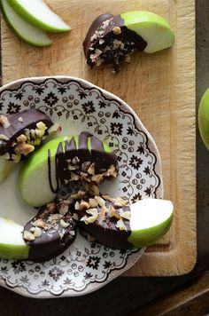 Dark Chocolate dipped appel wedges with finely chopped nuts (your choice, walnuts, almonds, pecans)