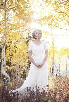 Romantic lace and tulle wedding dress for a fall wedding! Perfect!