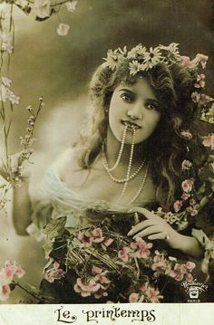 Arlette Dorgère Vintage Postcard
