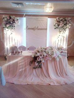 Wedding Table Decorations, Wedding Chairs, Decoration Table, Table Wedding, Party Wedding, Indoor Wedding Ceremonies, Wedding Ceremony, Wedding Church, Wedding Bride