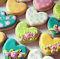 Romantic Floral Heart Cookies - Blue Sugar Cookie Co. Fancy Cupcakes, Fancy Cookies, Valentine Cookies, Cut Out Cookies, Iced Cookies, Easter Cookies, Cookies Et Biscuits, Cupcake Cookies, Sugar Cookies