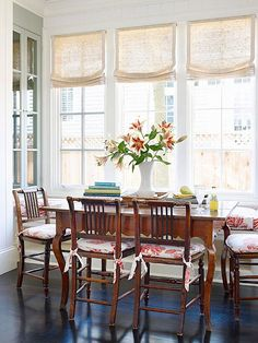 Ideas kitchen window coverings ideas breakfast nooks for 2019 House Blinds, Kitchen Window Treatments, Dining Nook, Dinning Table, My New Room, Window Coverings, Table And Chairs, Wooden Chairs, Kitchen Decor