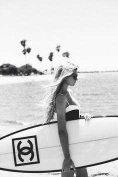Image via We Heart It https://weheartit.com/entry/144184293 #beach #bikini #blackandwhite #chanel #fashion #palm #summer #surf