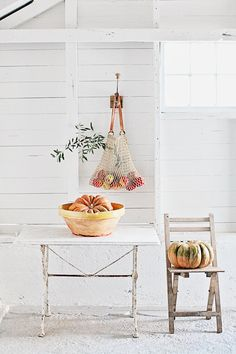 Unique Gardens, Autumn Home, Mid Century Design, White Style, Porch Decorating, French Vintage, Interior Inspiration, Furniture Design, Centerpieces