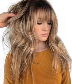 50 Cute and Effortless Long Layered Haircuts with Bangs Long Choppy Shag mit Pony Layered Haircuts With Bangs, Short Hair With Bangs, Long Hair Cuts, Blond Bangs, Long Hair With Bangs And Layers, Short Cuts, Wavy Hair, Long Layered Hair With Side Bangs, Choppy Layered Haircuts