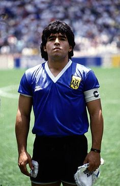 1986 FIFA World Cup in Mexico Armando Diego Maradona * Football player Argentina member of the national team Maradona as captain of the Argentine. Football Names, Football Icon, Football Boys, Football Players, History Of Soccer, Diego Armando, Fc Porto, Soccer World, Cristiano Ronaldo