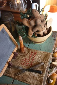 BusyBee: Deck the Halls Primitive Christmas Decorating, Primitive Country Christmas, Prim Christmas, Primitive Crafts, Simple Christmas, All Things Christmas, Winter Christmas, Vintage Christmas, Christmas Holidays