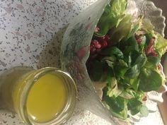 A salátának az öntet, olyan, mint a pizzának a paradicsomszósz. A saláta az öntettőt lesz ízletes, karakteres, szerethető és finom. Most mutatok négy gyors salátaöntetet, amit bármilyen zöldsalátához elkészíthetsz.A legegyszerűbb, ha egy jól záródó befőttesüvegben méred ki a hozzávalókat, lezárod és… Russian Beet Salad, Food And Drink, Vegetarian, Vegan, Vinaigrette, Vinaigrette Dressing