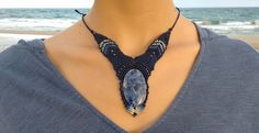 Maravilloso collar de macramé con piedra azul. Colores a elegir!!!  macrame, collar, joyas, regalos, artesanía