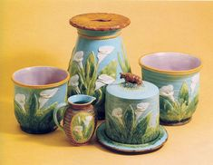 Of the top three potteries in majolica--Minton, Jones and Wedgwood--Jones was the least consistent in the marking of their wares. Description from etruscanmajolica.blogspot.com. I searched for this on bing.com/images