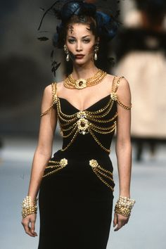 Christy Turlington, Mode Chanel, Chanel Runway, Chanel Couture, Chanel Box, Karl Lagerfeld, Vogue Paris, Mode Outfits, Fashion Outfits