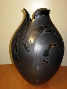 Linda Quezada Celado de Talavera | The thin walled pottery of Mata Ortiz