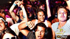 Silent Disco Party Leise disco rucksack disco mieten www.247disco.de /Telefon 015739275975. Bei einer Silent Disco kann dann jeder durch einen Schalter an seinem drahtlosen Kopfhörer selbst zwischen zwei unterschiedlichen Musiktiteln wählen, das macht den Abend schon einmal wesentlich abwechslungsreicher. Dazu kommt dann noch, das die Lautstärke, welche ebenfalls direkt am Kopfhörer für jeden individuell einstellbar Sist. Diese beiden Funktionen machen die Kopfhörer-party zu einem absoluten…