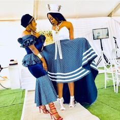 The weekend with shweshwe dresses 2019 - Traditional Ideen African Bridesmaid Dresses, African Wedding Dress, African Print Dresses, African Print Fashion, African Dress, Africa Fashion, South African Traditional Dresses, Traditional Outfits, African Attire