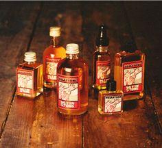 Hellstone - De Hellstone, waar de naam van dit parfum is op gebaseerd, werd 4000 jaar geleden als begraafplaats gebruikt. Volgens de legenden is de grote steen ooit door de duivel op deze plaats neergegooid. De geur is heel bijzonder, de basis van dit parfum is jojoba-olie, dat de ingredienten een geheel eigen geur meegeeft.   De geur is wat aard-achtig,met vetivert, bijenwas en komijn.