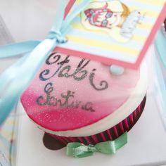 Amei ter um cupcake com meu nome da @liliglace #1milhaodafabi #cupcake