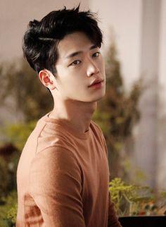 Korean Haircut Men, Asian Man Haircut, Korean Men Hairstyle, Young Man Haircut, Round Face Haircuts, Trendy Haircuts, Girl Haircuts, Haircuts For Men, Hairstyles For Asian Men