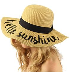 If you spend a lot of time at the beach, a good beach hat paired with a strong facial sunscreen is necessary protection to keep you looking young and vibrant. We've rounded up some of the best beach hats for men, women, and kids! Beach Kids, Beach Pool, Beach Fun, Beach Trip, Beach Vacations, Beach Photography Friends, Beach Photography Poses, Tonga, Kleding