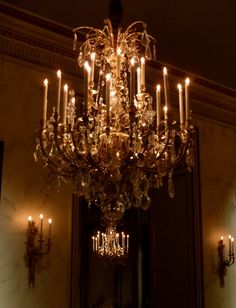 Candle Chandelier yes, and the scones on the wall too! Chandelier Bougie, Candle Chandelier, Antique Chandelier, Cool Lighting, Chandelier Lighting, Crystal Chandeliers, Chandelier In Living Room, Beautiful Lights, Beautiful Things