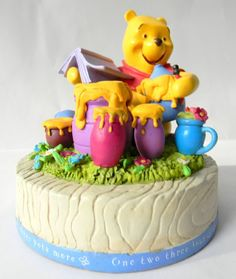 Winnie the Pooh 100 Acre Meadow Pooh Honey Pot Bank Figurine