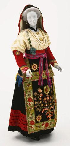 Gala Ensemble for a Woman from Baranello, Molise, Italy Early Century Philadelphia Museum of Art Historical Costume, Historical Clothing, Traditional Fashion, Traditional Dresses, Contemporary Decorative Art, Costumes Around The World, Italian Traditions, Folk Clothing, Italian Outfits