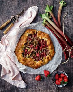 This is the perfect recipe for strawberry-rhubarb galette. It's tangy, sweet, delicious and suuuuuper easy to make! Made with my favorite pastry recipe! www.twosisterslivinglife.com #rhubarbstrawberrygalette #rhubarbgalette #strawberrygalette #galette #springrecipes #rhubarbtarte #rhubarbstrawberrypie #rhubarbrecipes #strawberryrecipes Pastry Recipes, Pie Recipes, Brunch Recipes, Real Food Recipes, Dessert Recipes, Desserts, Vegan Recipes, Strawberry Galette Recipe, Strawberry Rhubarb Pie