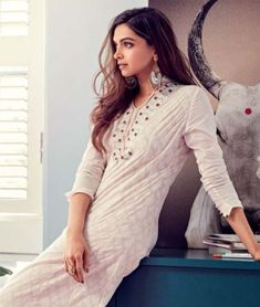 Deepika Padukone is one of the beautiful, talented, most popular and attractive actresses in Bollywood. And she is one of the highest-pai. Indian Celebrities, Bollywood Celebrities, Bollywood Fashion, Bollywood Actress, Churidar, Anarkali, Salwar Kameez, Deeps, Dipika Padukone