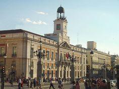 Vista lateral de la Puerta del Sol