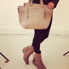 Citybag et bottines zaza pata  bientôt en ligne  #zonedachat #talons #bottines #compensees #mode #ootd #fashion #girl #femme