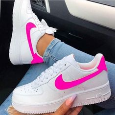 este tenis e muinto lindo- Anastasia Mrd- Nike Shoes Air Force, Nike Air Force Ones, Nike Sneakers, Sneakers Fashion, Souliers Nike, Tenis Nike Air, Fresh Shoes, Hype Shoes, Trendy Shoes