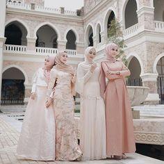 beautiful - Inspired photo from Hijab Style Dress, Hijab Wedding Dresses, Gold Bridesmaid Dresses, Modest Dresses, Pretty Dresses, Modern Hijab Fashion, Muslim Fashion, Muslim Dress, Kebaya Muslim