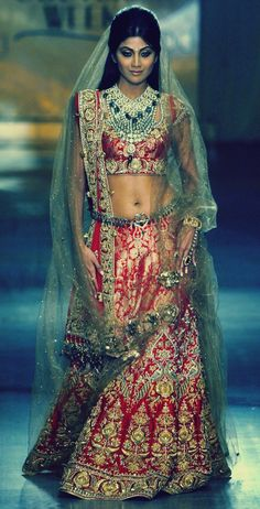 Shilpa shetty walks the ramp