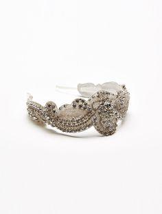 Cerchietto da sposa Ida, cerchietto in tessuto con ricamo di cristalli e piccoli punti luce. #maxmarabridal #cerchiettodasposa #weddinghair