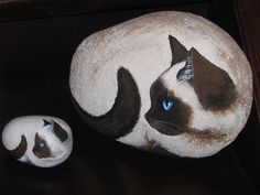 Mother and daughter: cat illustrations on pebbles