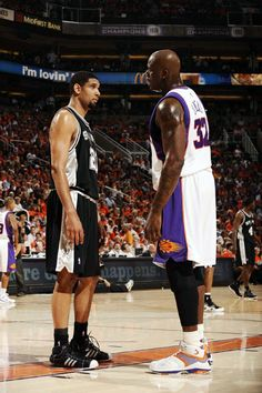 Shaq makes Tim Duncan look like Tiny Tim. Basketball Leagues, Basketball Pictures, Basketball Legends, Sports Basketball, Basketball Players, Nba Stars, Sports Stars, Sports Images, Sports Pictures