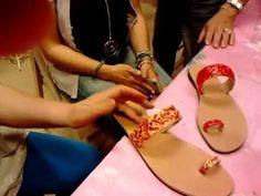 """Από το σεμινάριο """"Διακόσμηση σαγιονάρας"""" μέρος 2ο Flip Flops, Shops, Internet, Tutorials, Sandals, Shopping, Women, Fashion, Moda"""