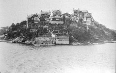Curraghbeena Point at South Mosman,in the Lower North Shore of Sydney (year unknown) Sydney Ferries, Paris Skyline, New York Skyline, Bronte Beach, Amazing Pics, Live In The Now, Sydney Australia, North Shore, Historical Photos